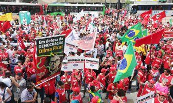 Marcha-pro-Dilma-en-Brasil-Telam