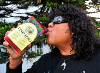 Carlos La Mona Jimenez, aniversario del tema Quien se ha tomado todo el vino. 23 mayo 2012 foto Nicolas Bravo DAD