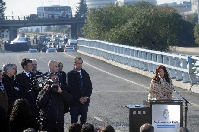 La presidenta Cristina Fernández de Kirchner encabezó junto al gobernador Daniel Scioli la inauguración del tramo de cinco kilómetros de un cuarto carril de la avenida general paz, entre el acceso Norte y la avenida San Martín. foto davobe/dsl