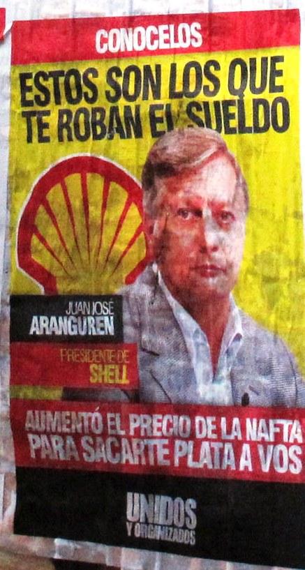 """zzzznacp2 NOTICIAS ARGENTINAS BAIRES, FEBRERO 7: La agrupación kirchnerista Unidos y Organizados empapeló distintas zonas de esta capital con afiches que """"escrachan"""", con nombre y apellido, a empresarios de supermercados y petroleras, bajo el lema """"estos son los que te roban el sueldo"""". Foto NA: Pablo Lasansky zzzz"""