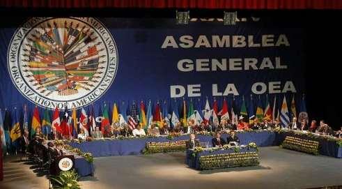 QUI17 - QUITO (ECUADOR) - 06/06/04 - Vista general de la inauguración de la XXXIV Asamblea General de la Organización de Estados Americanos (OEA) realizada la noche de hoy, domingo 6 de junio, en el Teatro Nacional de la Casa de la Cultura en Quito. EFE/Guillermo Legaria