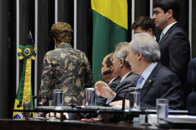Senado-confirma-impeachment-de-Dilma-44-825x549