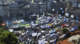 gale-multitudinaria-marcha-por-ley-de-emergencia-social-sf-14ed