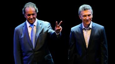 Se inicio el debate presidencial entre el candidato por el FpV, Daniel Scioli y el candidato por el Frente Cambiemos, Mauricio Macri, que se hace esta noche en la Facultad de Derecho. Foto: Julian Alvarez/ema