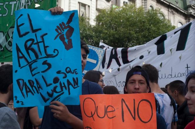 Buenos Aires 11 abril 2017 protesta en el cruce de las avenidas Acoyte y Rivadavia y va a ser la primera medida de muchas que llevaremos a cabo los y los estudiantes hasta que se retroceda con este modelo político que persigue a la juventud y criminaliza a los y las que nos manifestamos por nuestros derechos foto Rolando Andrade Stracuzzi ley 11723