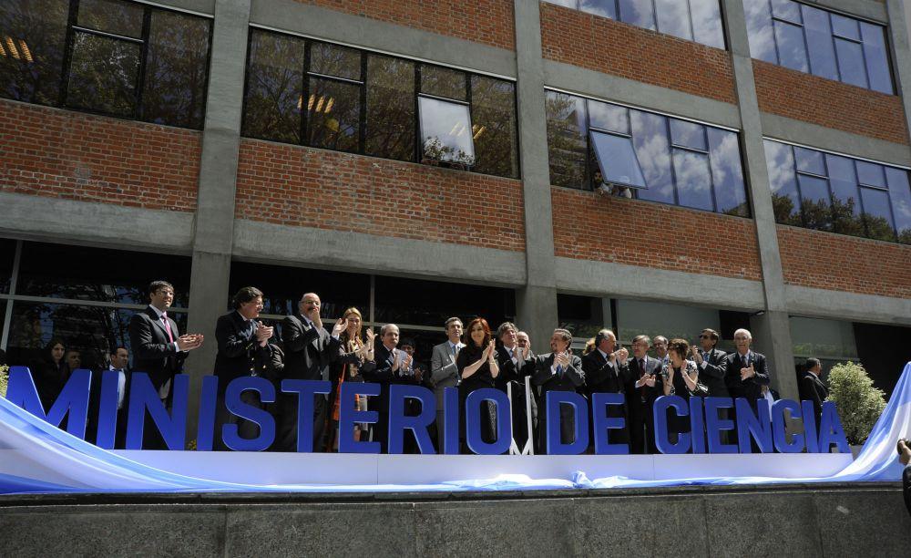 La_Presidenta_inaugura_el_Ministerio_de_Ciencia_y_Tecnología..jpg