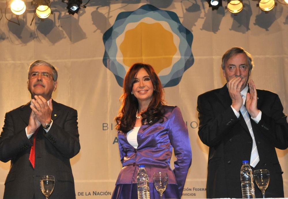 1 - 24 05 10 De Vido - Cristina - Nestor en CC Bicentenario.jpg