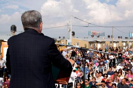 el Ministro De Vido pronunciando unas palabras en el acto de Baradero.